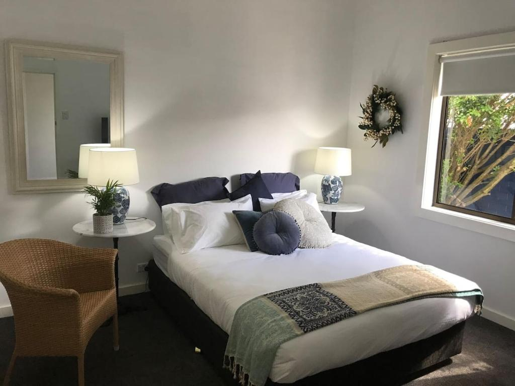 A bed or beds in a room at Beachside Cottage