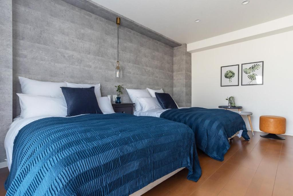 A bed or beds in a room at Villa Penthouse Tenma