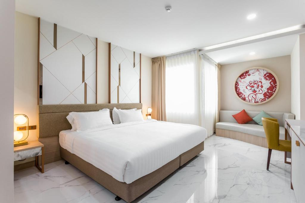 A bed or beds in a room at The 8 Hotel Udonthani