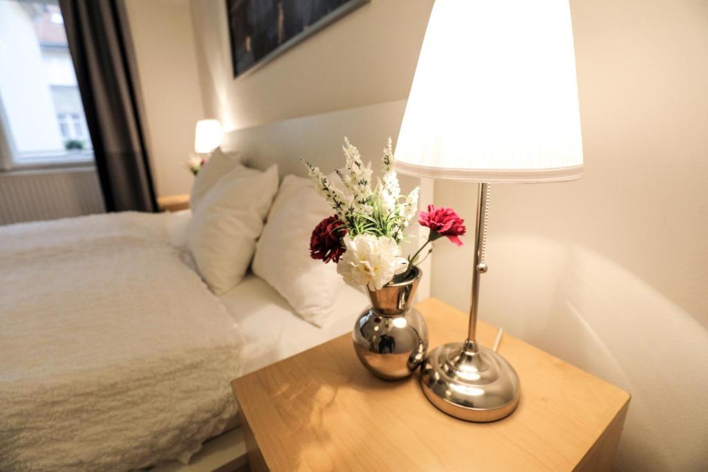 Een bed of bedden in een kamer bij Apartment-hotels RENTeGO