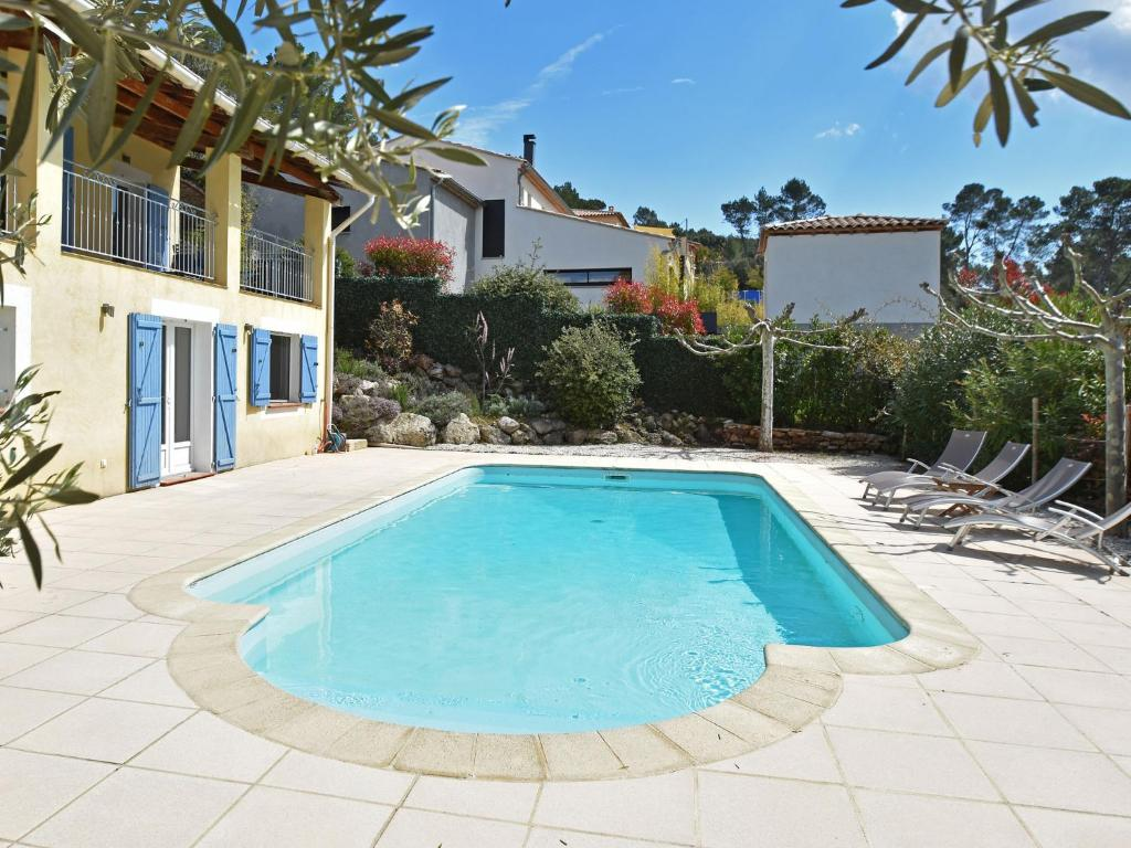 The swimming pool at or near Comfortable Villa with private pool in Vidauban