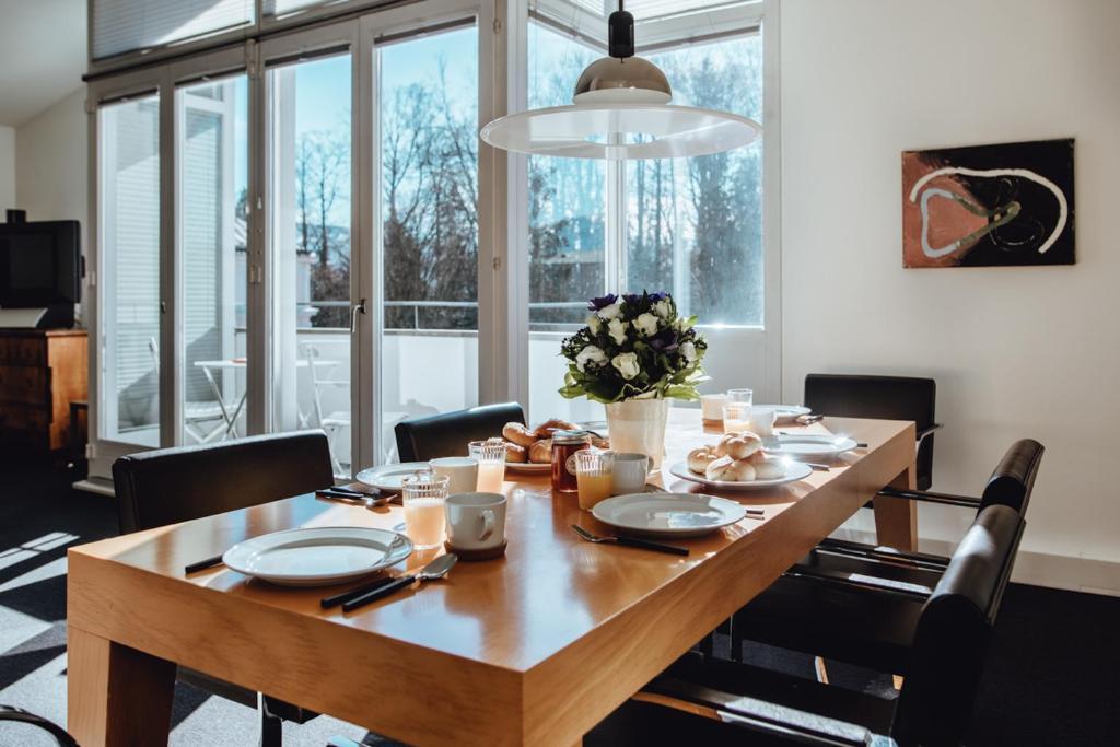 Ein Restaurant oder anderes Speiselokal in der Unterkunft Arenberg 29b PAUL