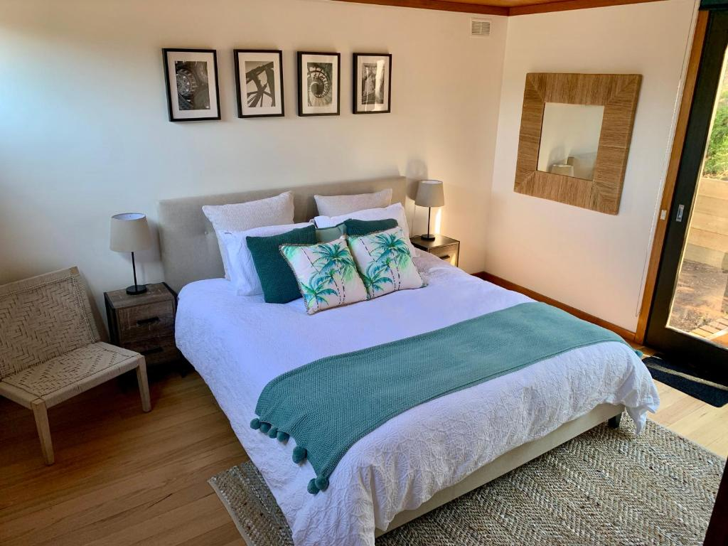 A bed or beds in a room at # Beaches Pacific