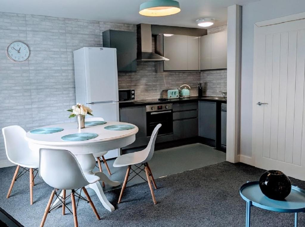 A kitchen or kitchenette at 80 Bedford Place
