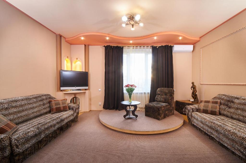 Зона вітальні в Warm and Bеаutiful Apartments on Kotliara Street