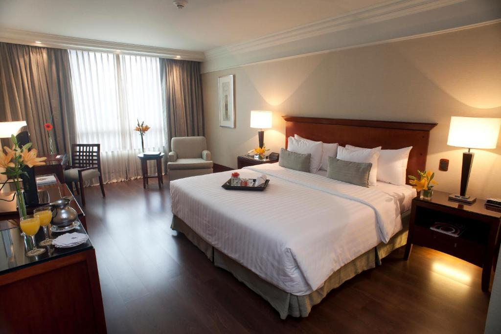 A bed or beds in a room at Regal Pacific Puerto Madero