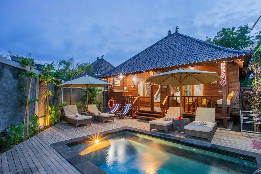 The swimming pool at or near Sunset Garden Nusa Lembongan