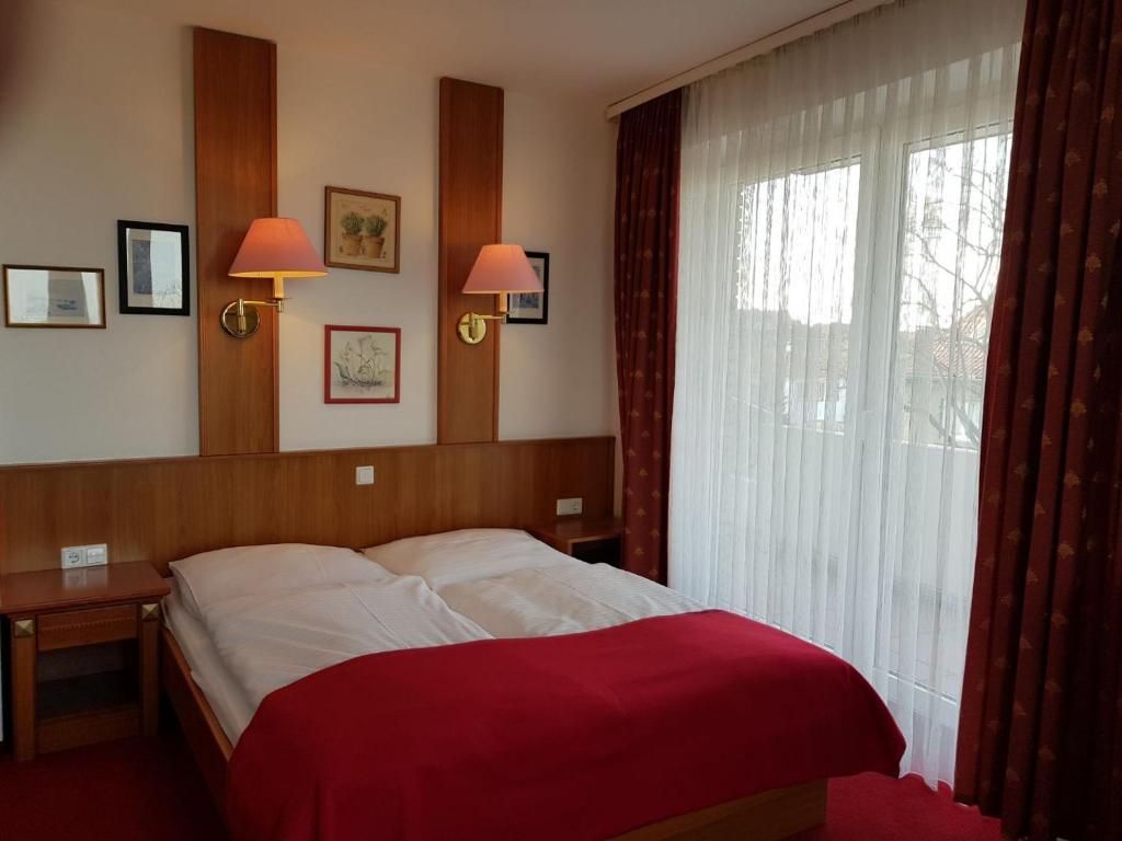 Ein Bett oder Betten in einem Zimmer der Unterkunft Parkhotel Deutsches Haus