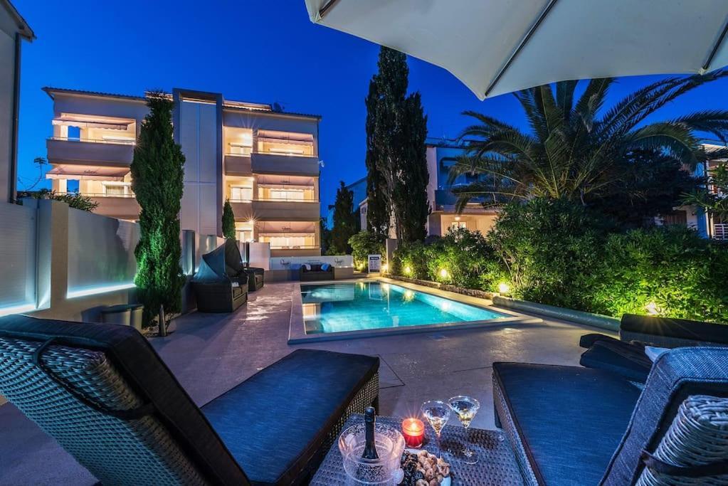 Piscine de l'établissement Apartments Villa Maelise ou située à proximité