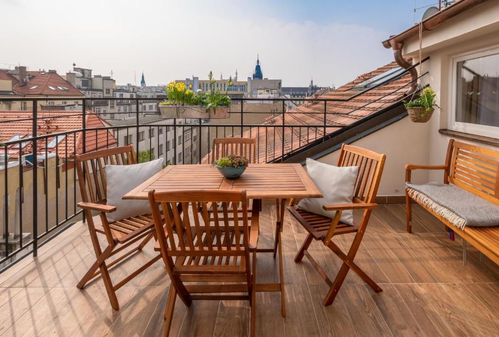 A balcony or terrace at City Nest