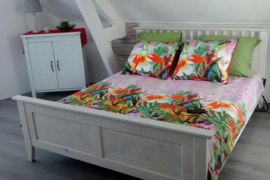 A bed or beds in a room at Studio Middelburg