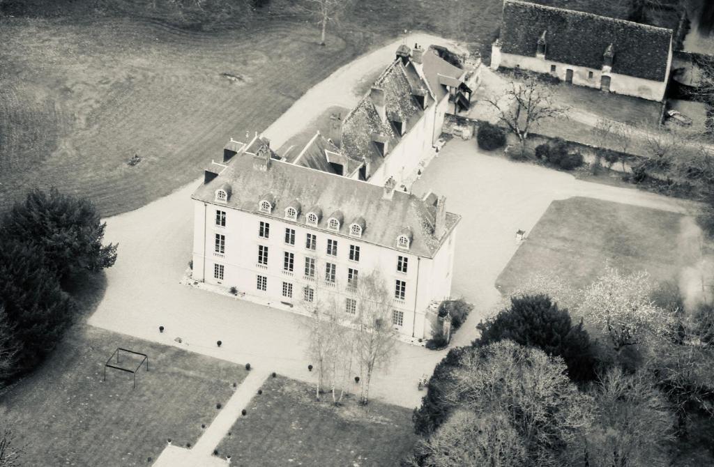 A bird's-eye view of Château de Paradis