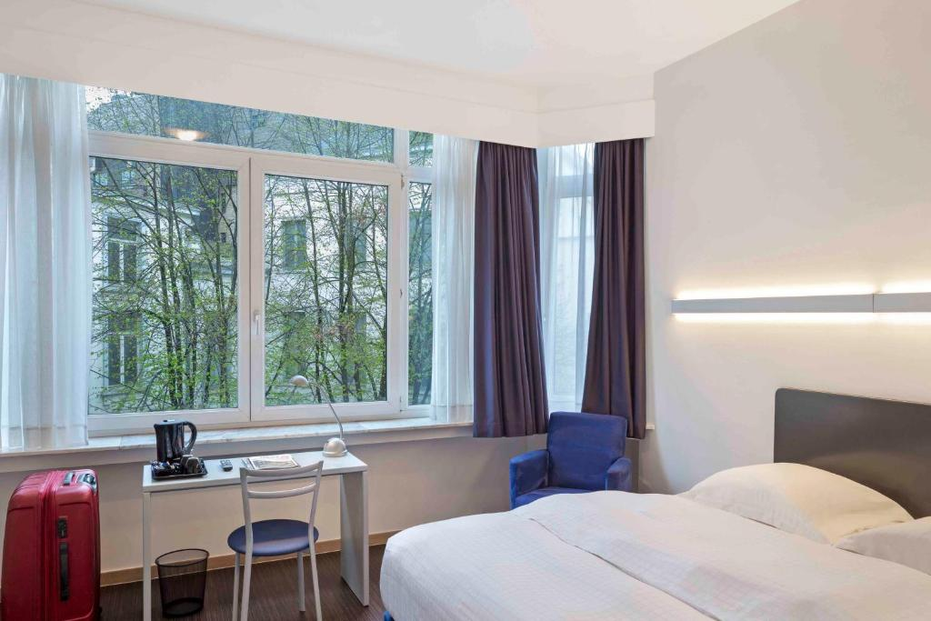A bed or beds in a room at Argus Hotel Brussels