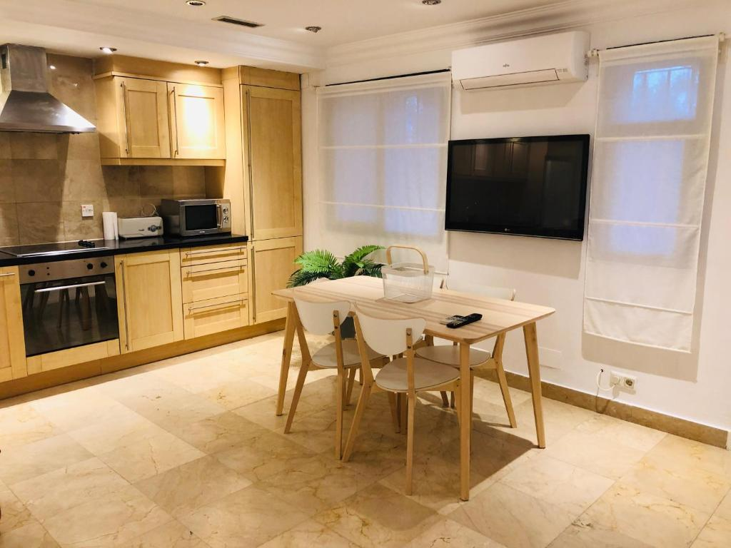 A kitchen or kitchenette at HULALA 2