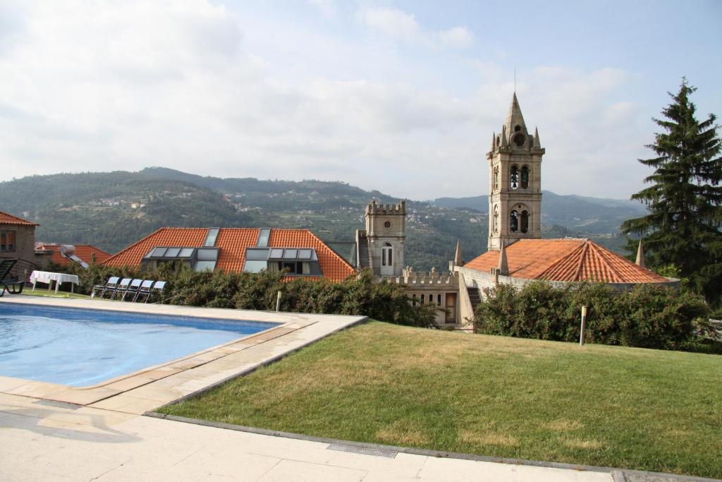 The swimming pool at or near Casa da Quinta da Calçada