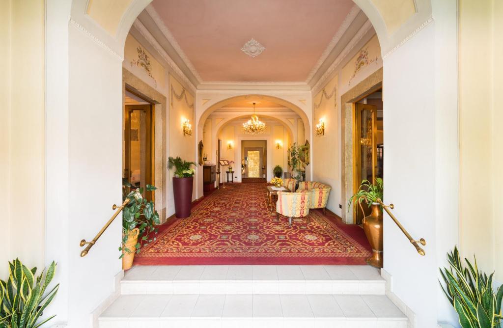 Lobby/Rezeption in der Unterkunft Hotel Eden