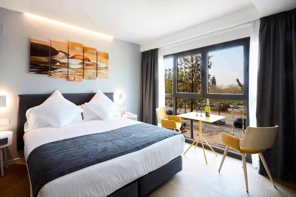 Een bed of bedden in een kamer bij Hotel Valencia Alameda 41