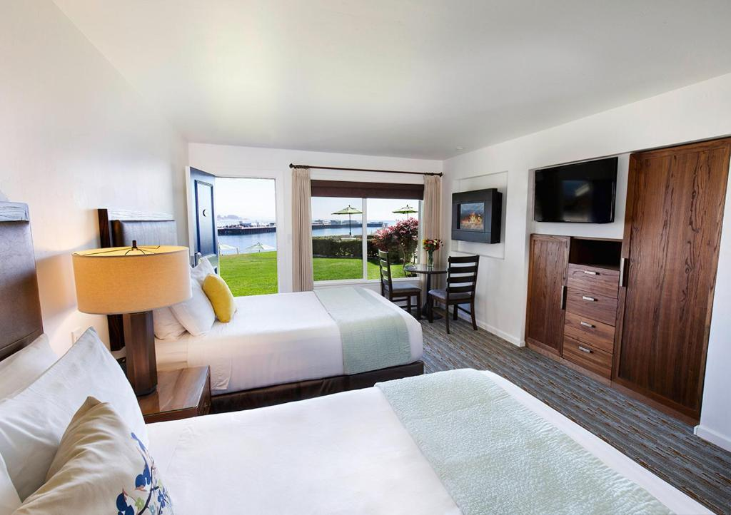 A bed or beds in a room at Sea & Sand Inn