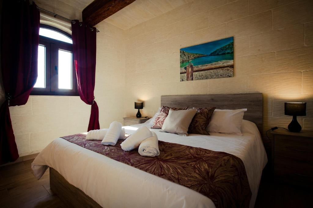A bed or beds in a room at Soleil B&B Gozo