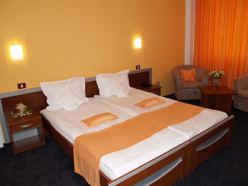 A bed or beds in a room at Hotel Stefania A