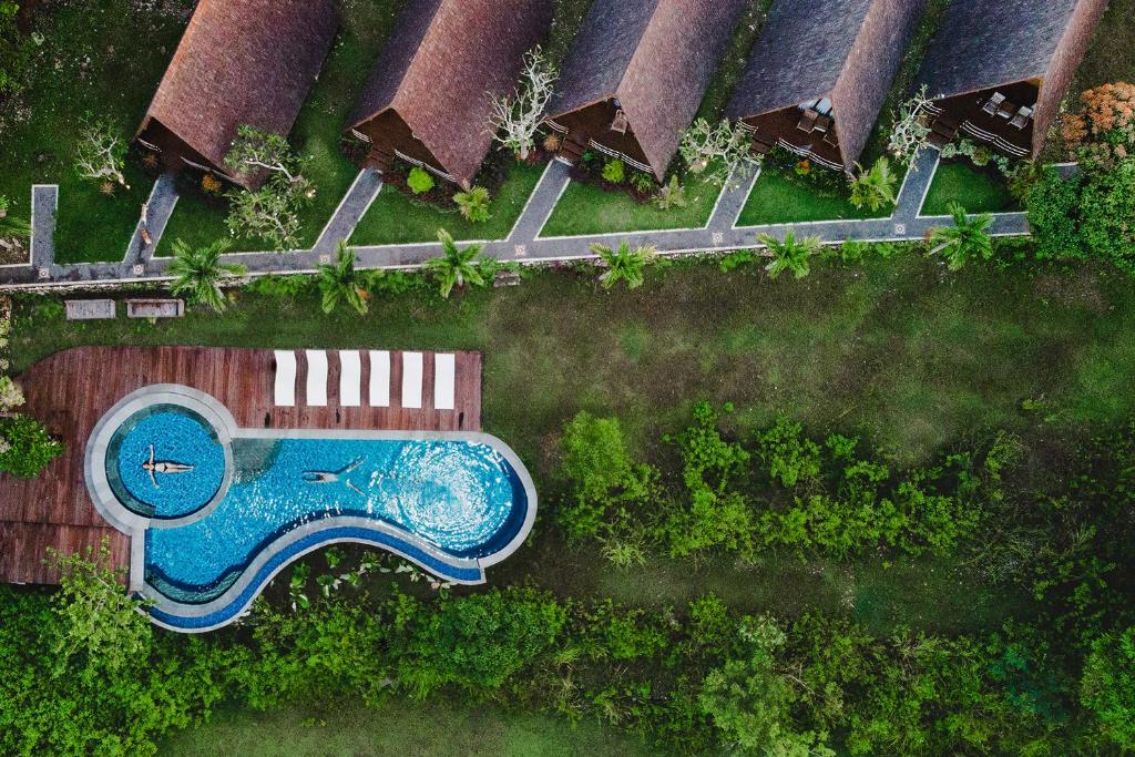 A view of the pool at Batan Sabo Cottage or nearby