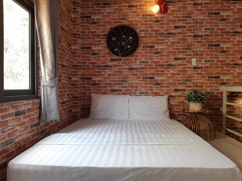 Giường trong phòng chung tại Khanh Vi House