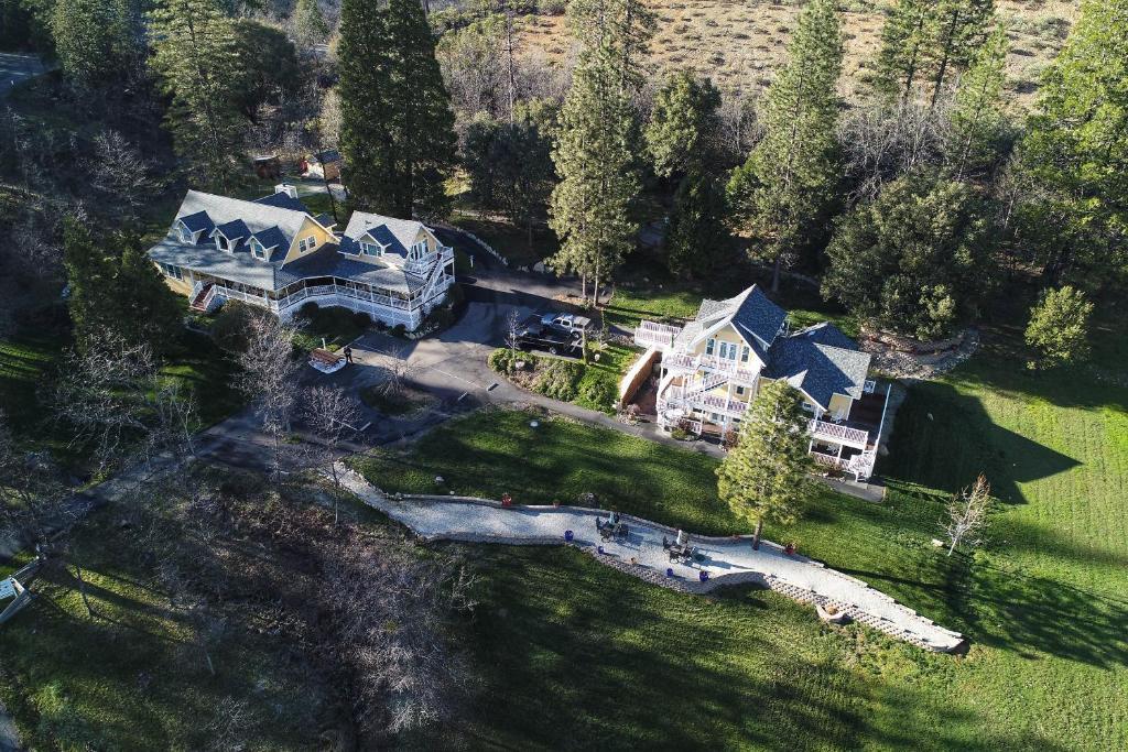 A bird's-eye view of Blackberry Inn at Yosemite
