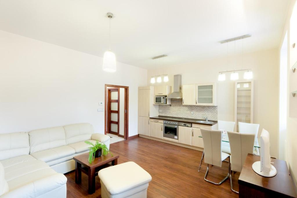 A seating area at Charming Apartment Andel