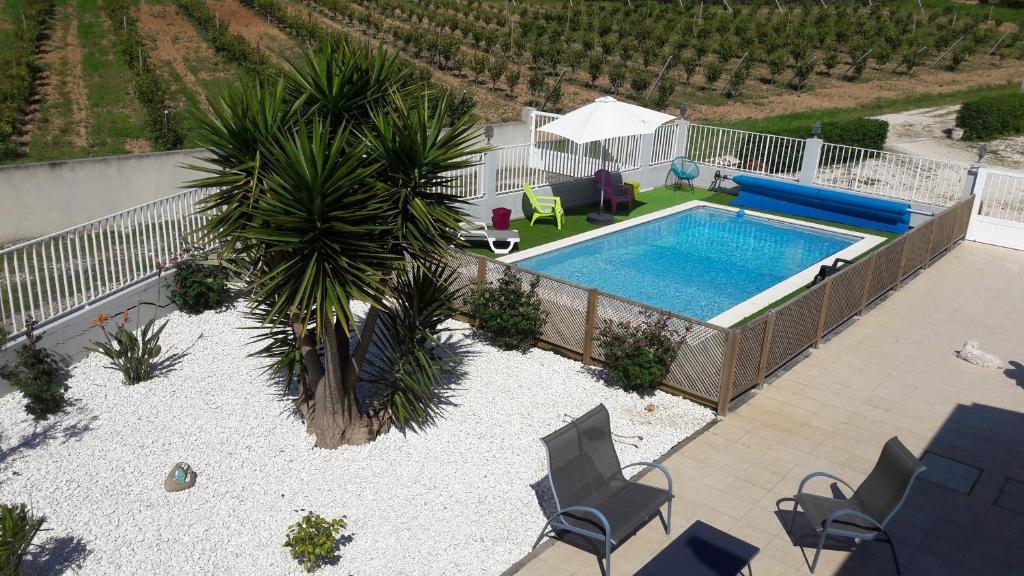 Uma vista da piscina em Casa Sao Domingos ou nas proximidades