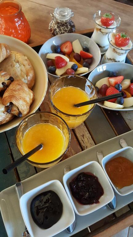 Ontbijt beschikbaar voor gasten van Onder de Poort Bed & Brocante