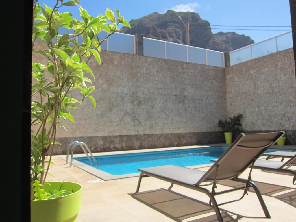 The swimming pool at or close to B&B Coração Ponta do Sol