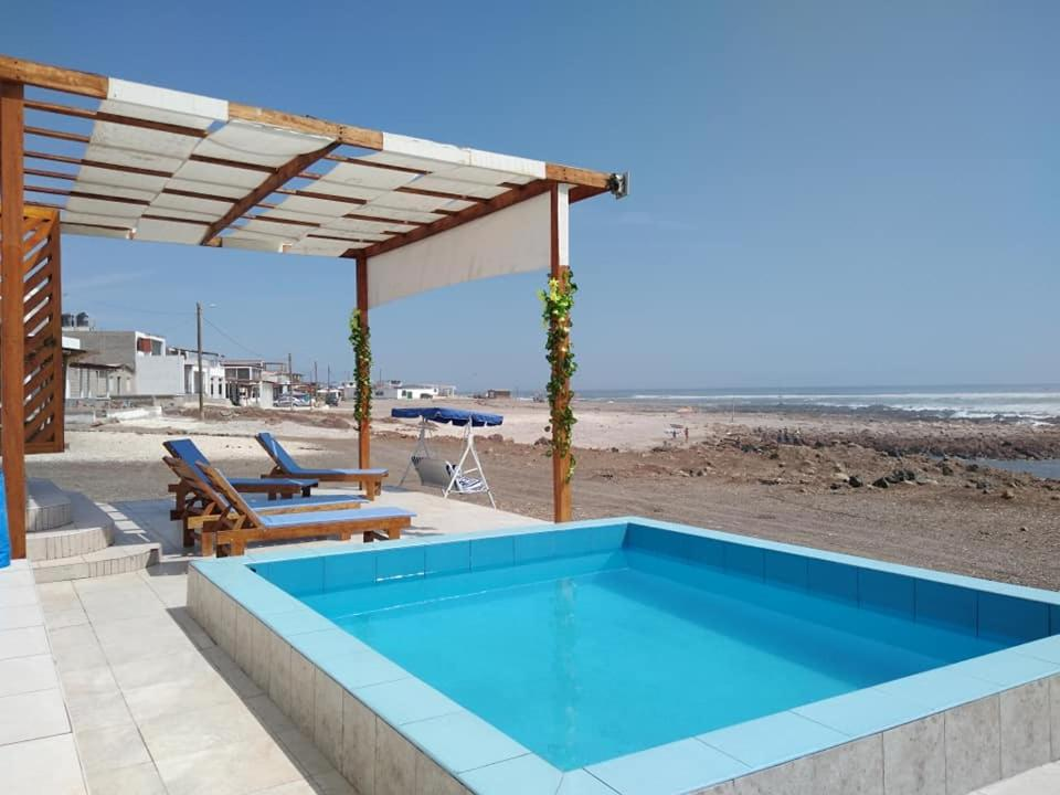 The swimming pool at or close to Bungalows Puerto madero