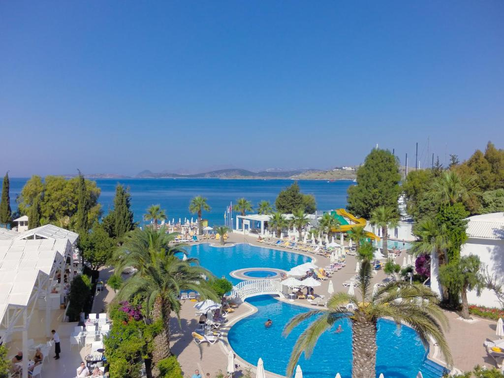 A view of the pool at Labranda TMT Bodrum or nearby