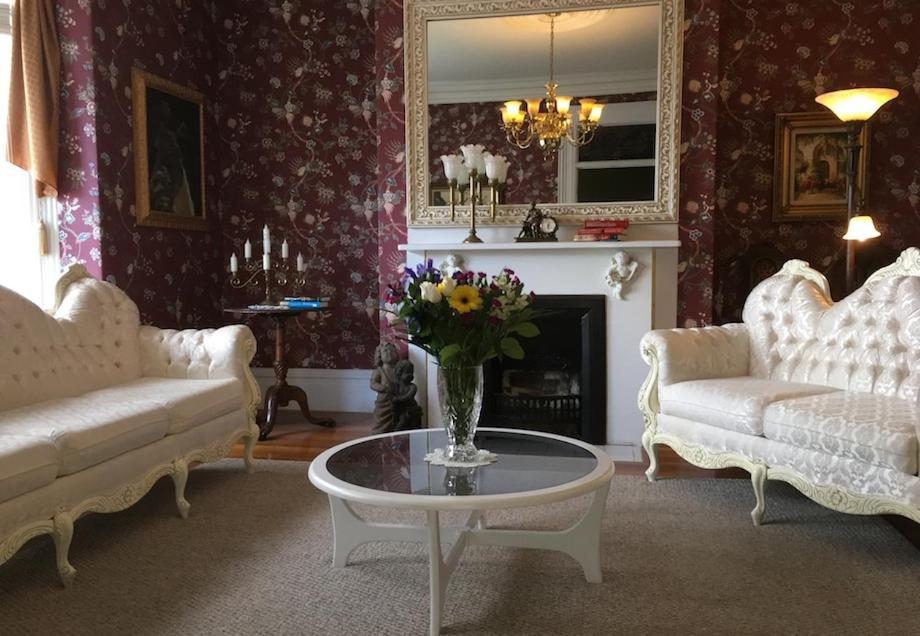 A seating area at Balmoral House Bed & Breakfast