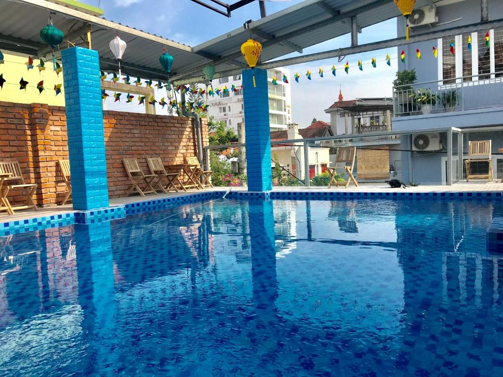 The swimming pool at or close to Sunshine Hostel 3 Huế