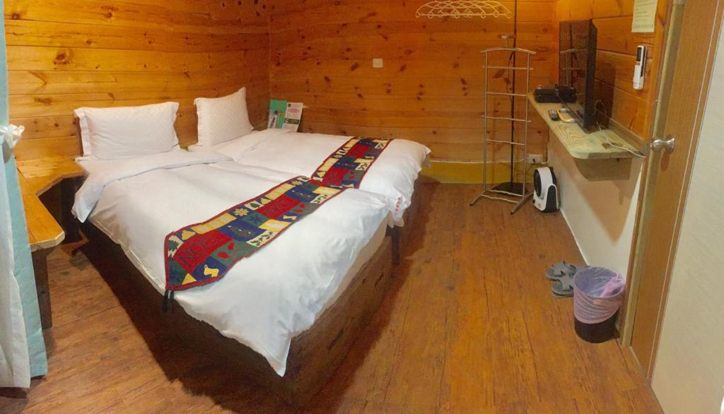 A bed or beds in a room at New Life Hot Spring Resort