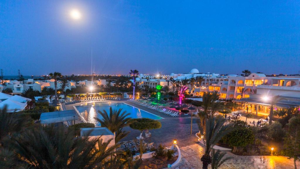 Вид на бассейн в Djerba Aqua Resort или окрестностях