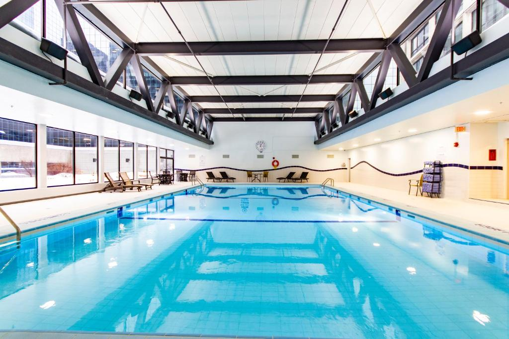 The swimming pool at or near Delta Hotels by Marriott Ottawa City Centre