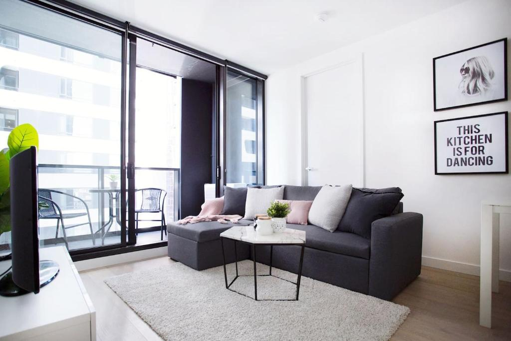 A seating area at 25*Empire*1Br1Bth*Pinkytoffee*MelCen CBD*FreeTram*