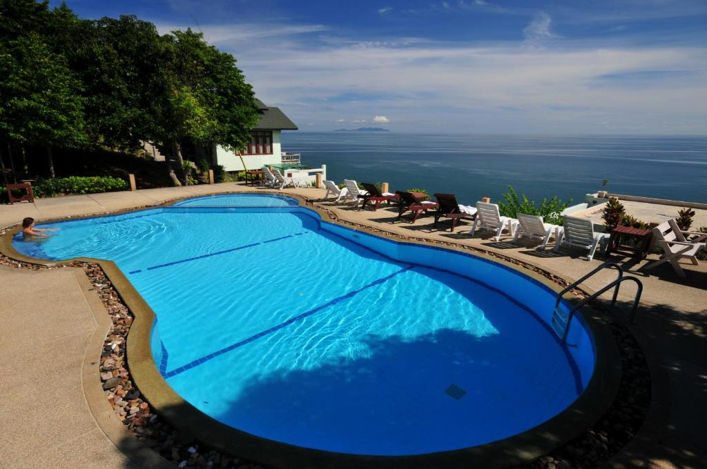 The swimming pool at or close to Phangan Utopia Resort