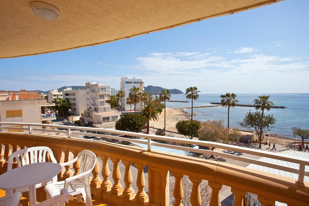 A balcony or terrace at Apartamentos Sol y Mar