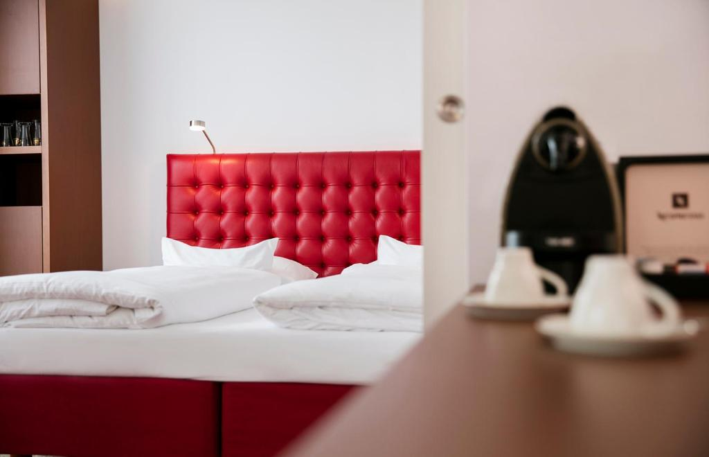 A bed or beds in a room at ARCOTEL Kaiserwasser Superior