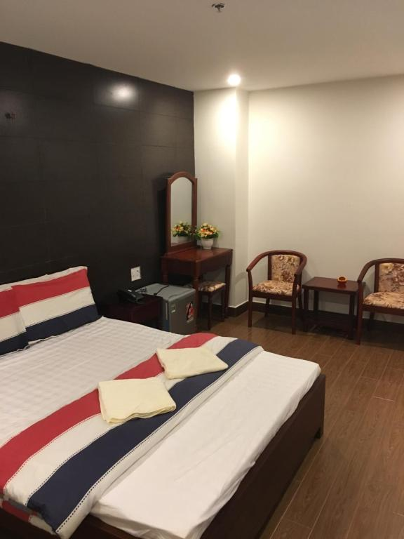 A bed or beds in a room at Phương Ly Ly