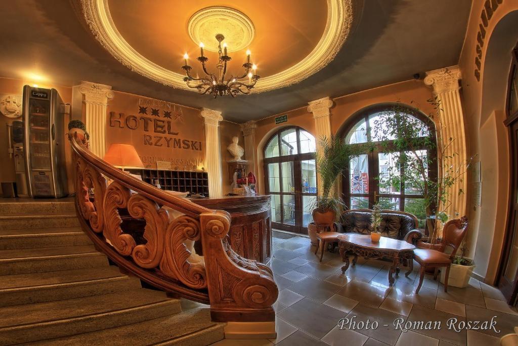 Hol lub recepcja w obiekcie Hotel Polonia