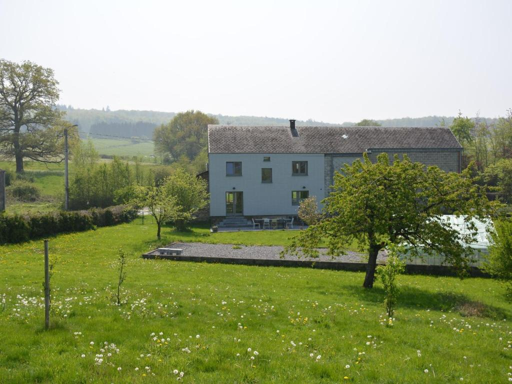 Beautiful Holiday Home in Hotton with Large Garden