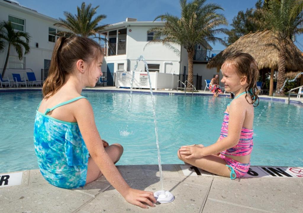 Siesta Key Beach Resort and Suites Tiki & Pool