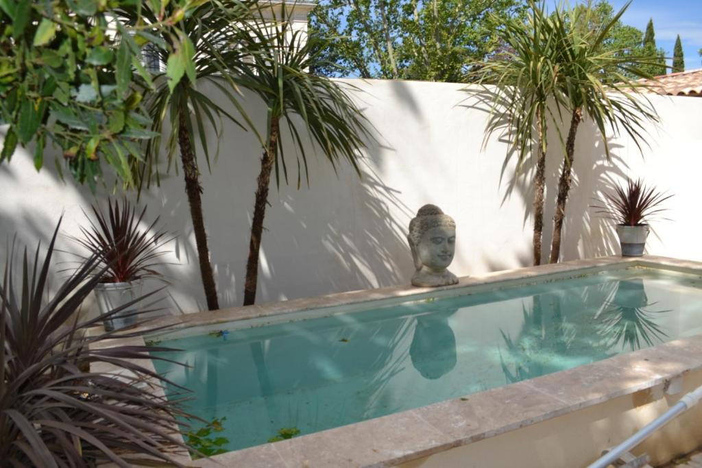 The swimming pool at or close to LA CARDELINE