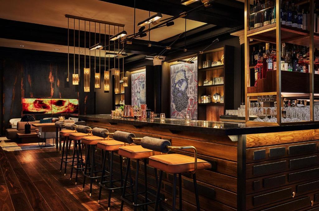 The lounge or bar area at Hotel Emblem San Francisco