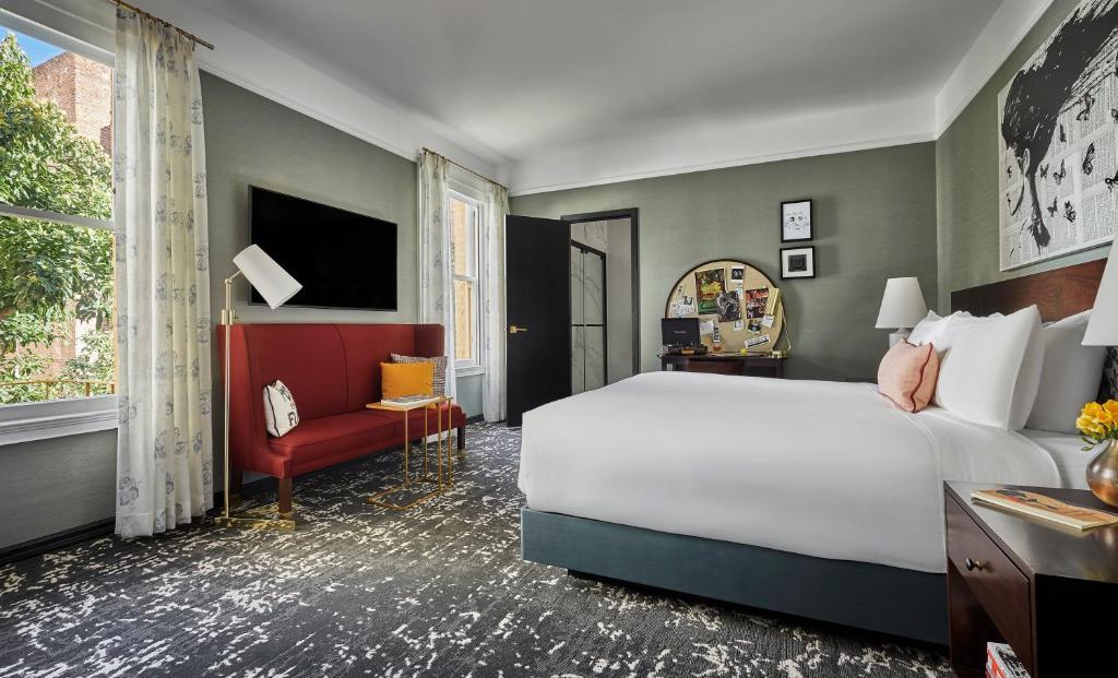 A room at the Hotel Emblem San Francisco.