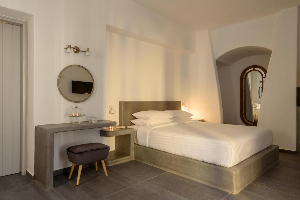 A bed or beds in a room at Elitoz Suites